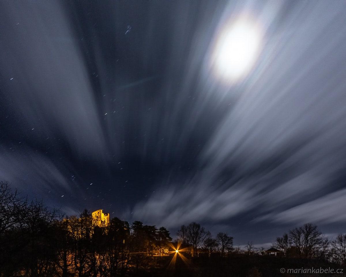 Fotopoutník: Noc nad Valečovem