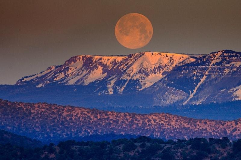 Fotorada #54: Proč je na obloze Měsíc velký, ale na fotce malý?