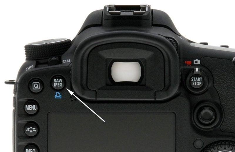 Tlačítko pro rychlé fotografování i do JPEG nebo do RAW u Canon 7D.