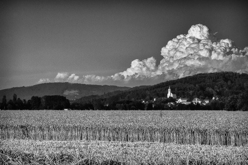 Oblaka nad Všení – konverze do ČB pluginem Lightroom.