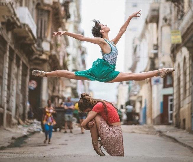 Baletky fotografa Omara Z.Roblese vkubánských ulicích