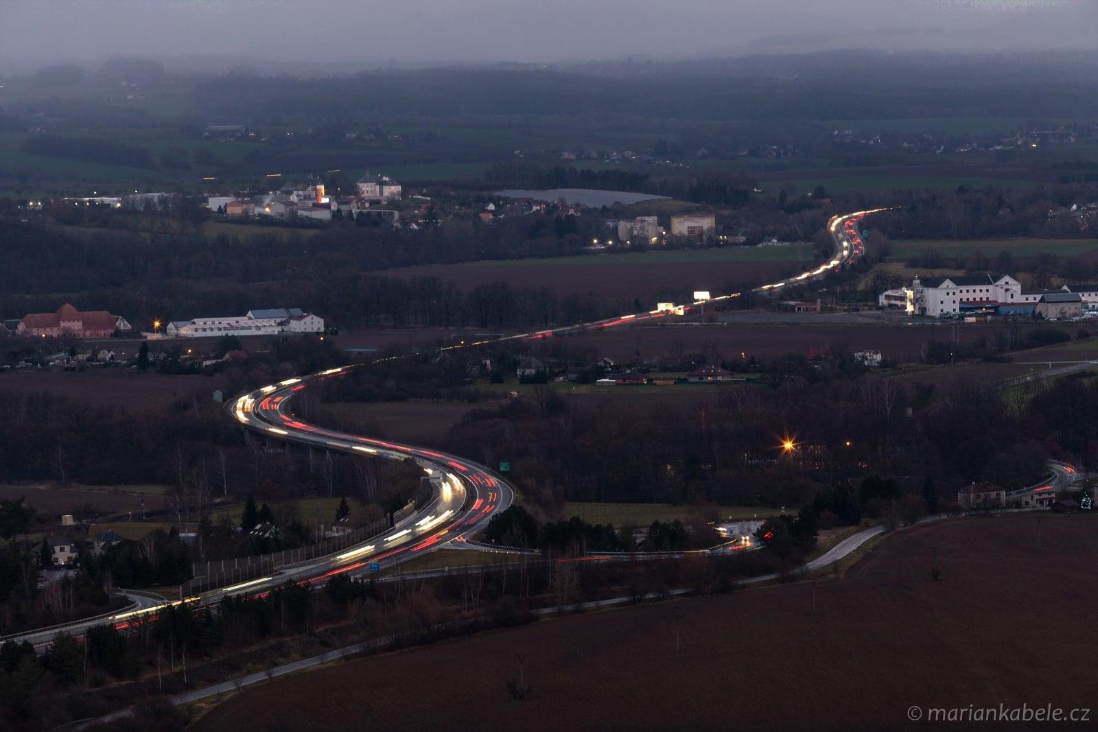 Provoz na dálnici D10 technikou hvězdných drah.