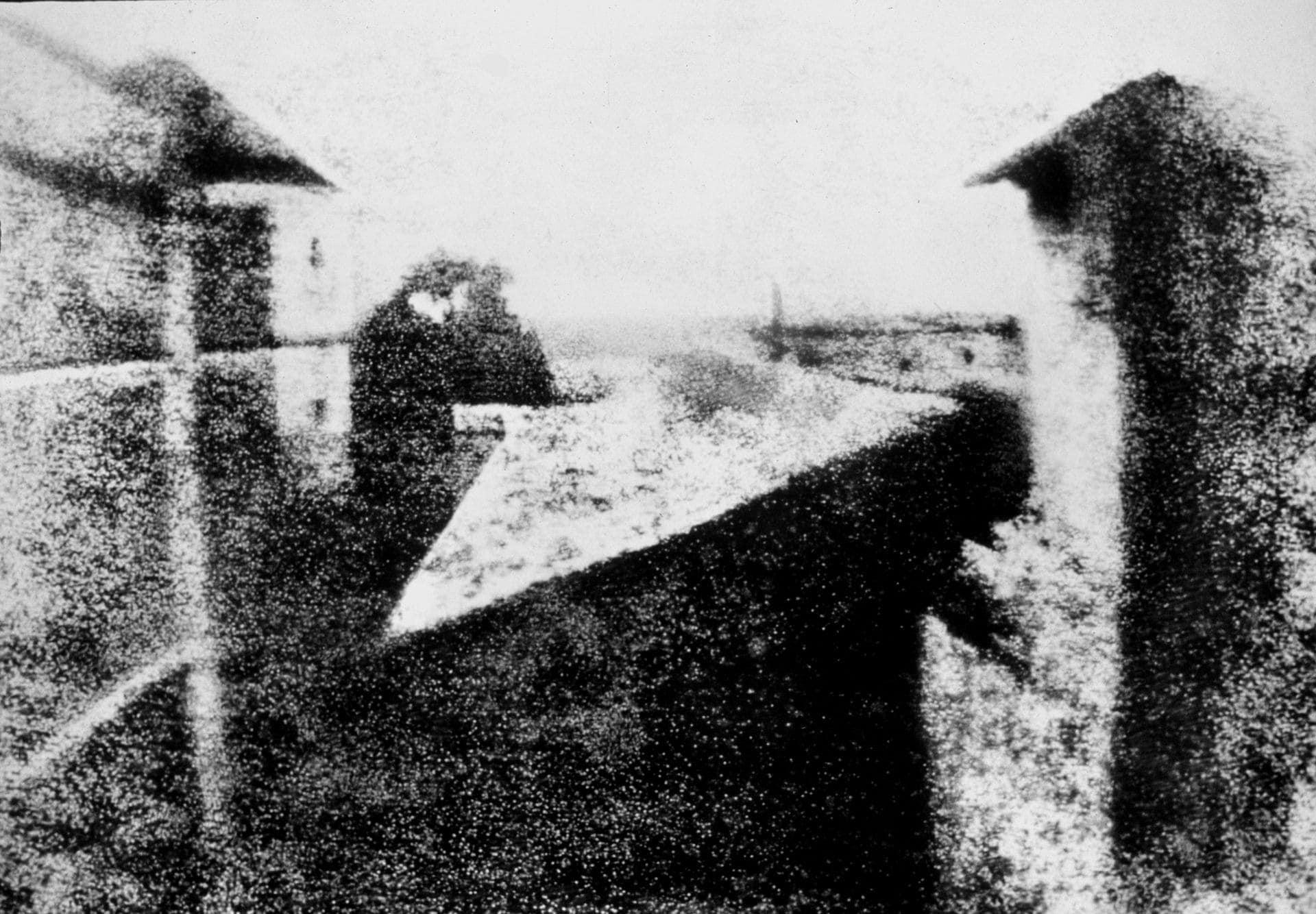 Pohled z okna v Le Gras, Joseph Nicéphore Niépce, 1826 / 1827.