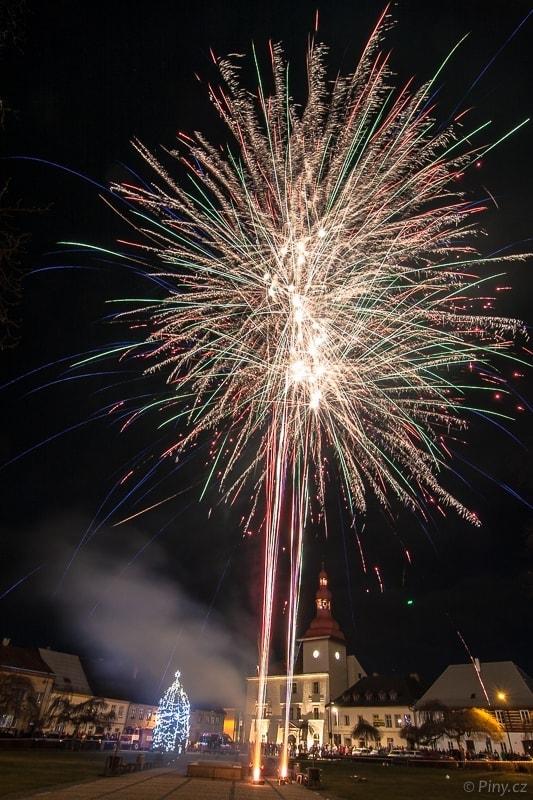 Novoroční ohňostroj Bělá pod Bezdězem.