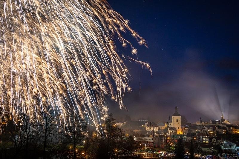 Fotopoutník: Novoroční ohňostroj 1.1.2019 nadTurnovem